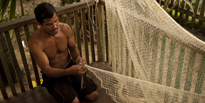 Courtesy of WWF and Rubens Matsushita/ICMBio – Man from Cazumbá, an ARPA region, making a fishing net