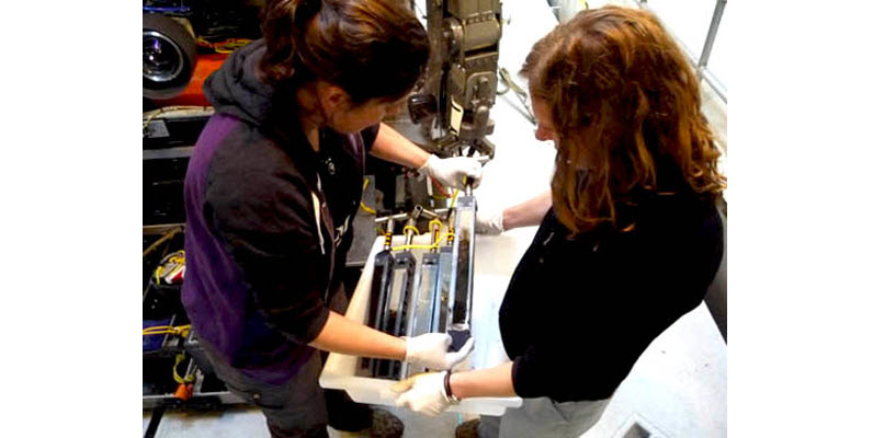 Courtesy of MBARI- Victoria and Ally Pasulka retrieve peepers from ROV bio box