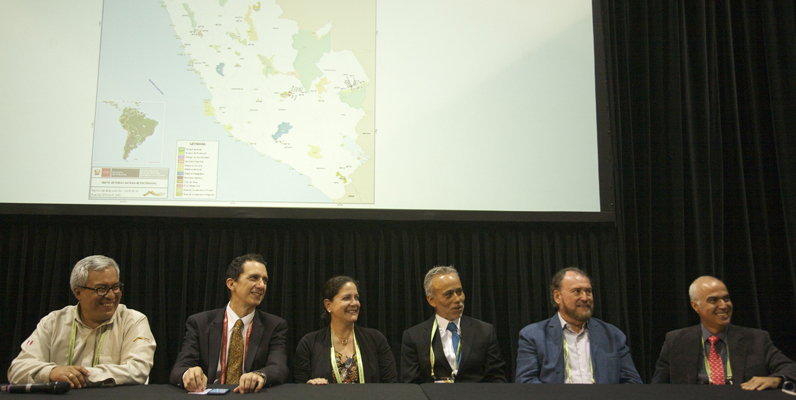 Courtesy of Phil Freeman/WWF-Australia - The Peruvian government and key partners sign a Memorandum of Understanding that aims to ensure the viability of 76 protected areas (20 million hectares) in the Peruvian Amazon
